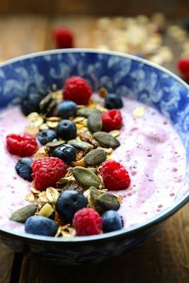 smoothie-bowl-petit-dejeuner-plein-vitalite-d-L-3qNGTk